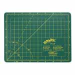 Single ply. Double-sided mat includes both imperial and metric on gridded side and a blank cutting surface on the other side. Self-healing. Convenient 45° and 60° markings. Mat: 6 1/2″ x 8 3/4″ (17 x 22 cm). Grid:  6″ x 8″ (15 x 20 cm)